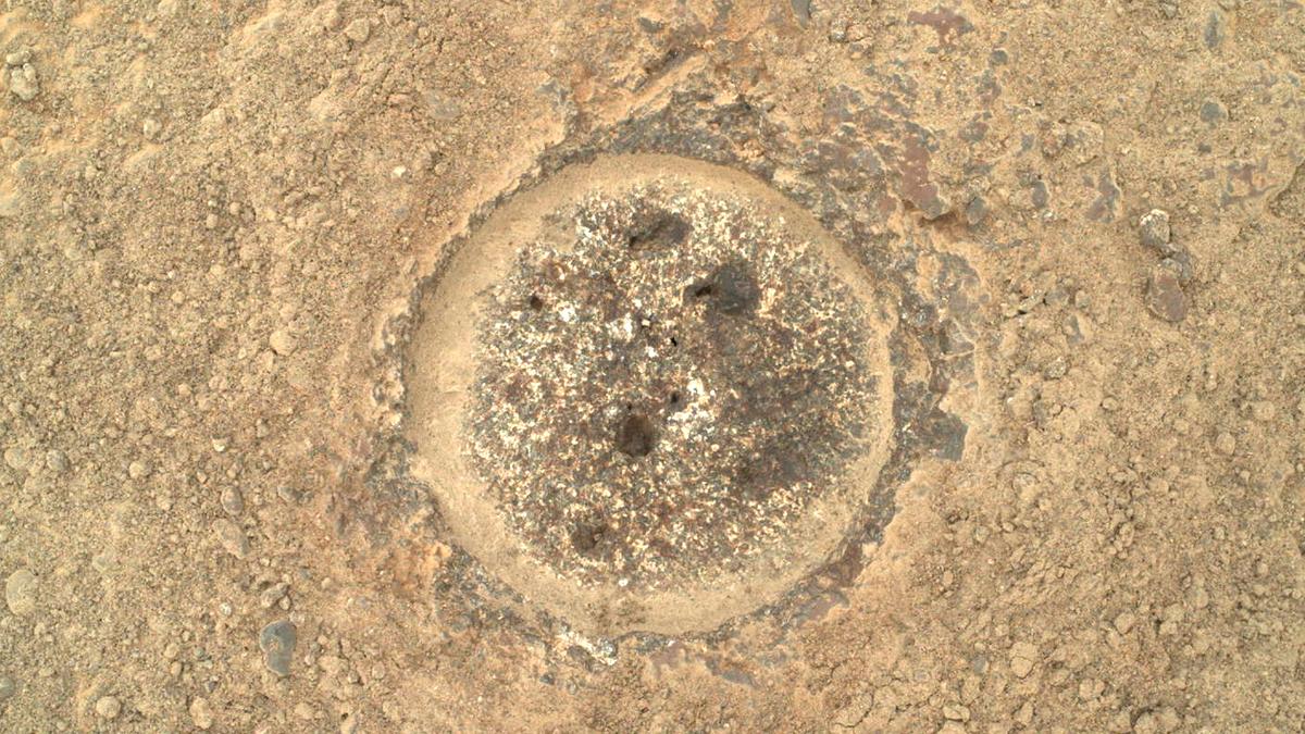 Rover Perseverance recoge su primera muestra de roca en Marte