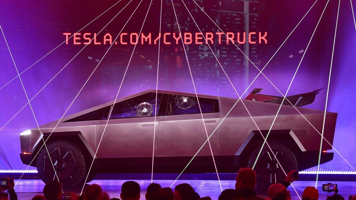Los nuevos Cybertruck de Tesla no llegarán hasta 2022