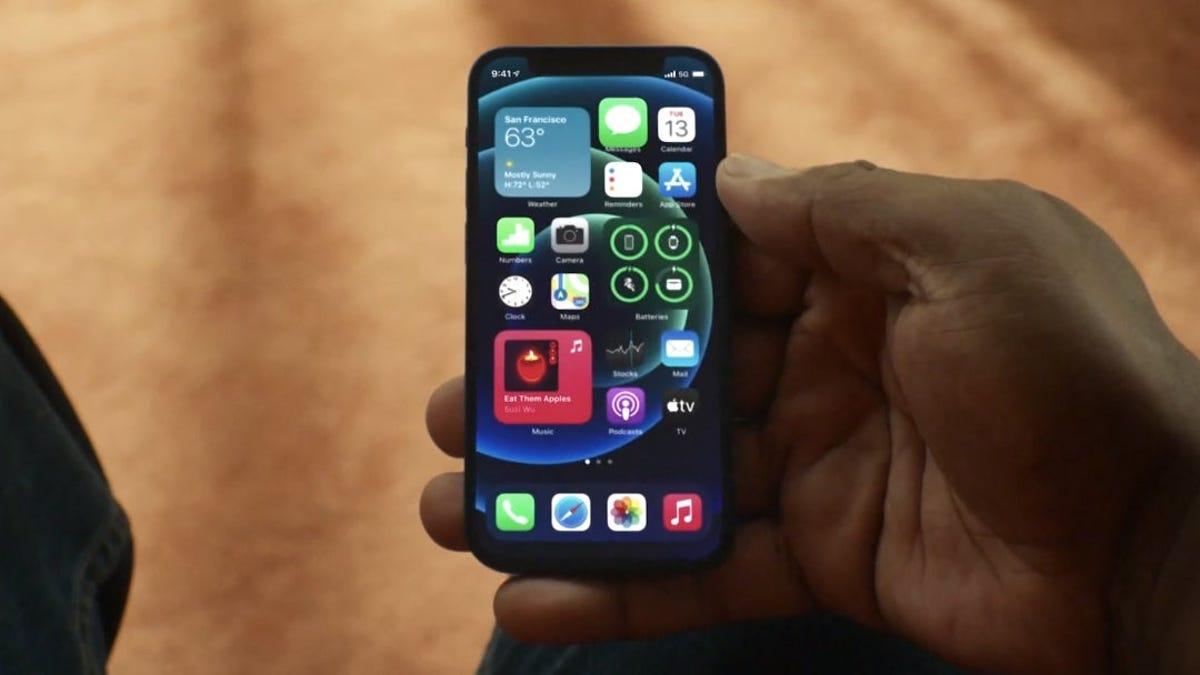 Steve Jobs encargó a Jony Ive diseñar un 'iPhone nano' pequeño y asequible que nunca vio la luz