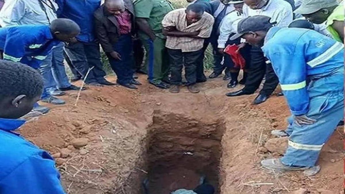 Un pastor muere al enterrarse vivo para resucitar al tercer día