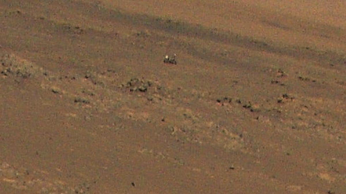 Esta foto de un robot en Marte fue tomada por otro robot