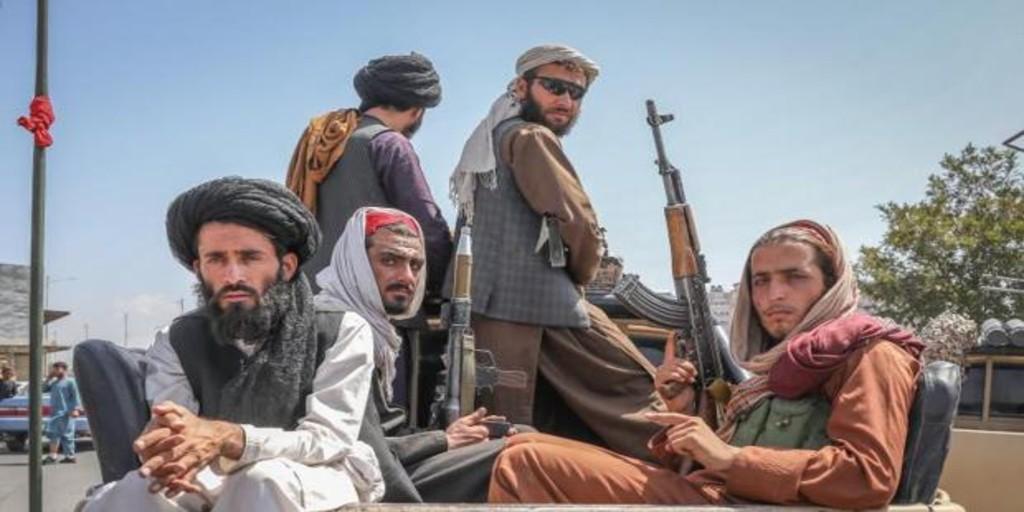 Facebook prohíbe la propaganda talibán mientras Twitter se limita a contener el odio y la violencia