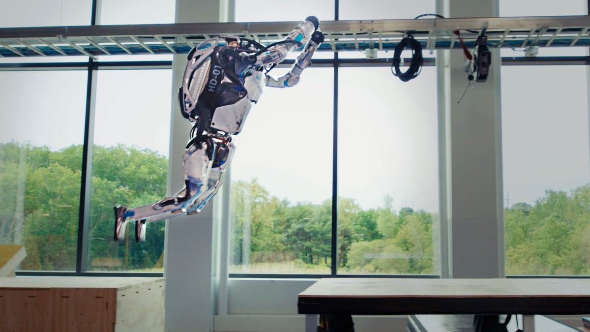 Los robots de Boston Dynamics muestran su agilidad haciendo parkour
