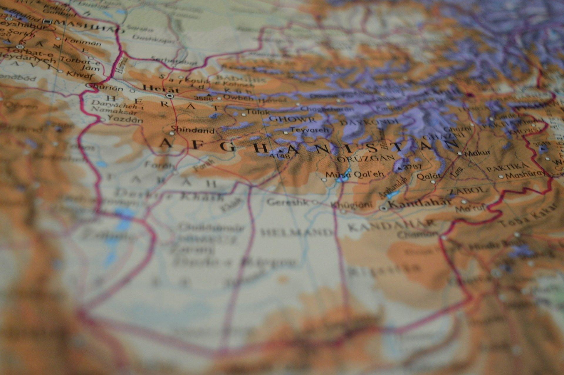 Fichas que entregan ayuda humanitaria en Afganistán