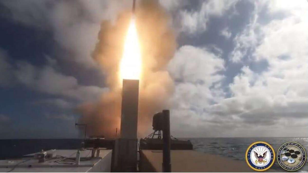 Un barco sin tripulación del Pentágono lanza un misil SM-6