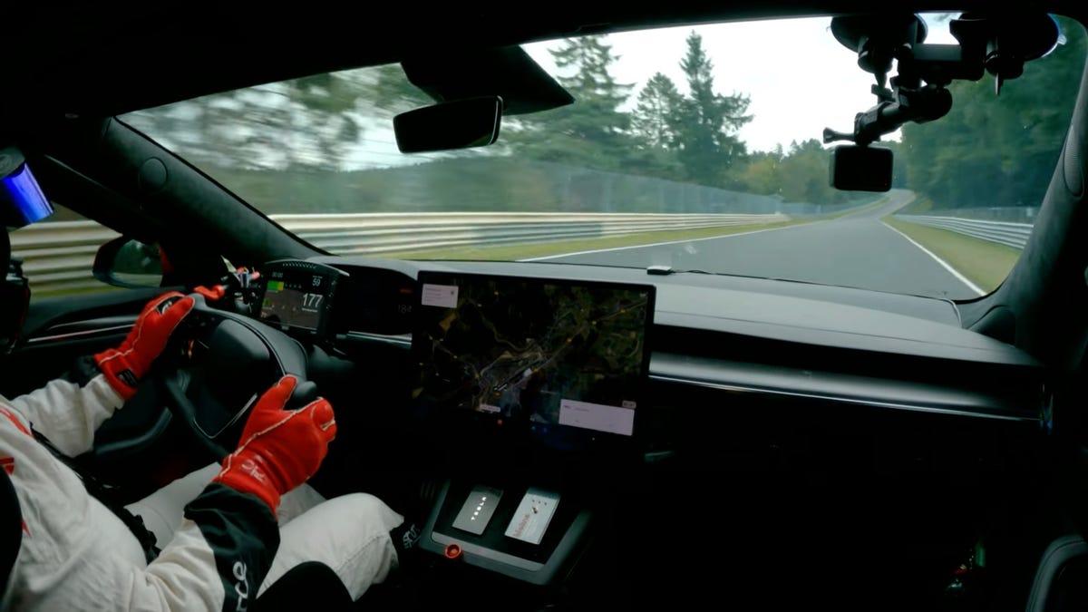 Mira cómo Tesla destroza el récord de vuelta de Nürburgring con un vehículo eléctrico de producción