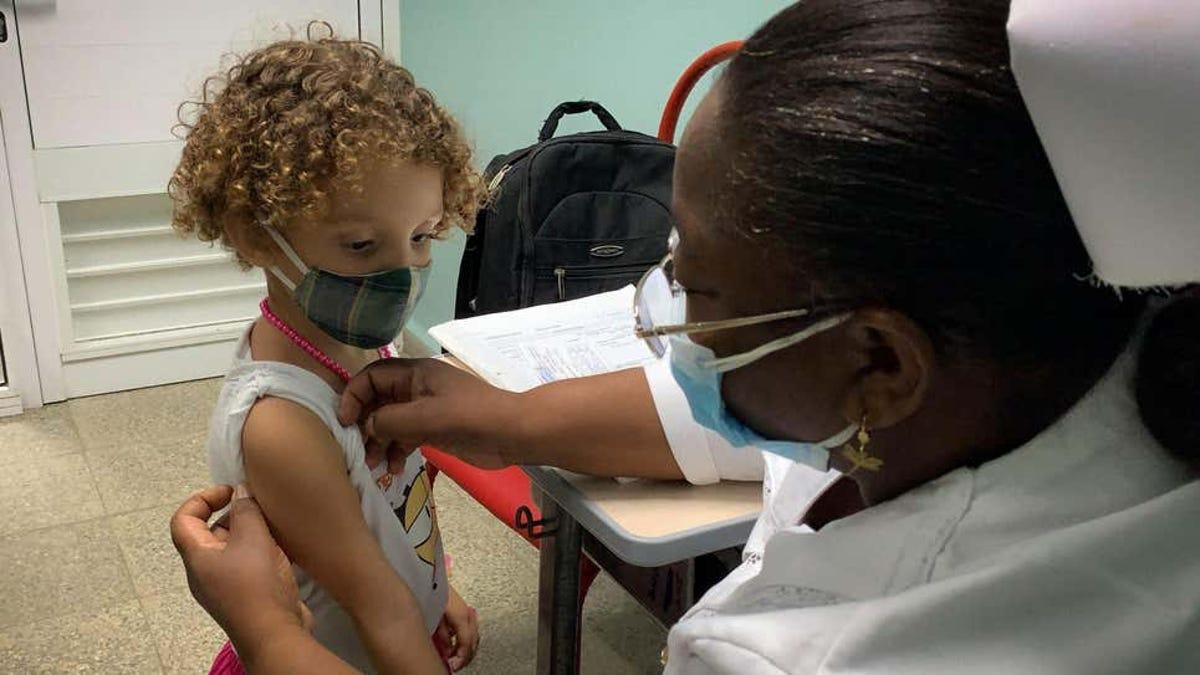 Cuba, primer país en vacunar a niños pequeños contra Covid-19
