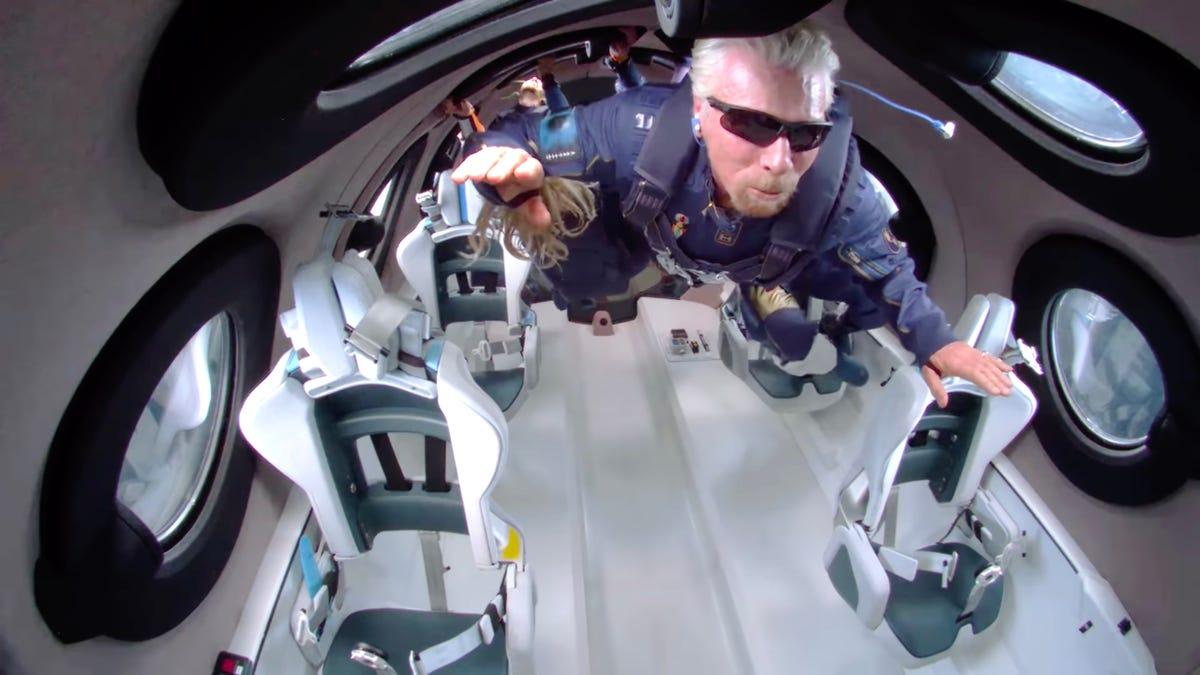 Virgin Galactic recupera el permiso para volar tras los incidentes del vuelo espacial de Richard Branson