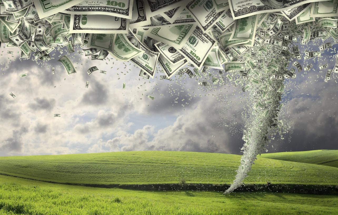 El precio de Bitcoin se hunde un 10% a medida que el mercado se prepara para una tormenta macroeconómica que se avecina