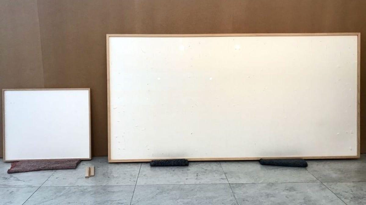Un museo le da 84K para dos obras. Entrega dos lienzos en blanco