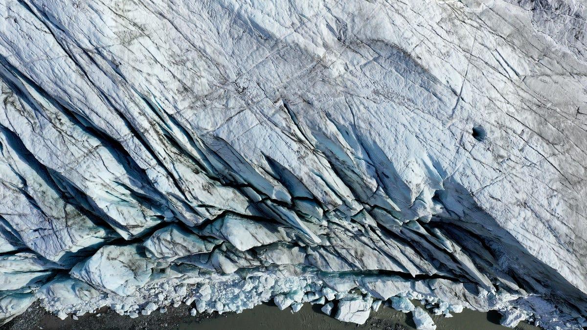 La corteza terrestre se está moviendo de formas nuevas y extrañas por todo el hielo derretido