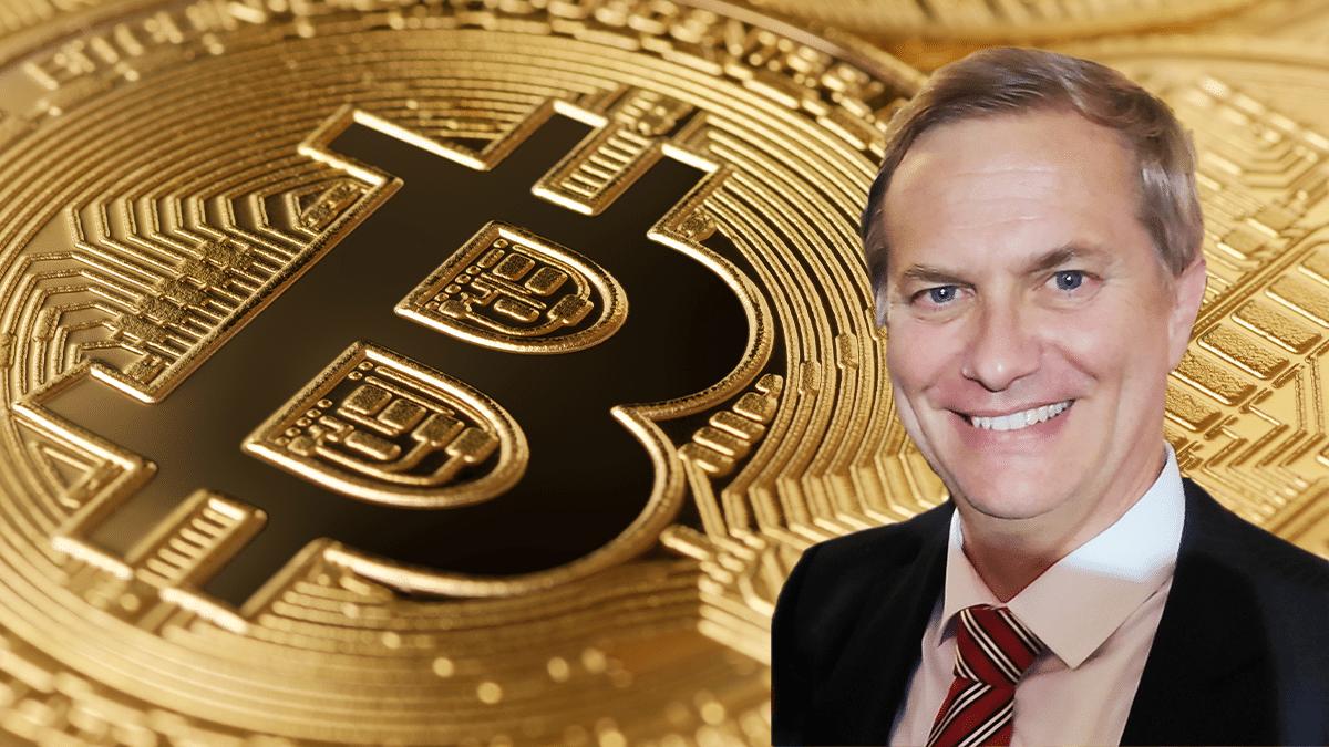 ¿Masificar bitcoin? Candidato presidencial indaga el interés de los chilenos