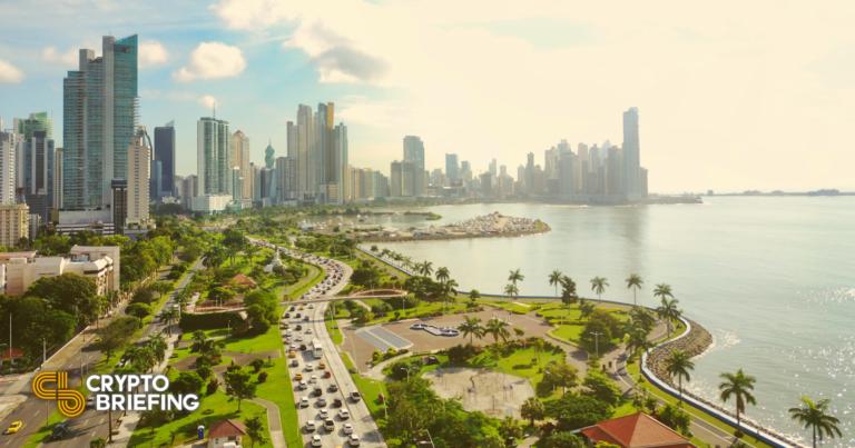 Panamá presenta proyecto de ley para reconocer criptomonedas para pagos
