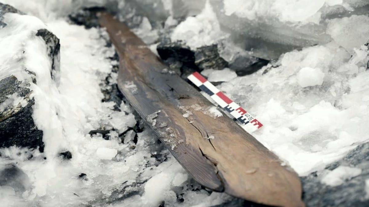 Unos esquíes prehistóricos hallados en Noruega