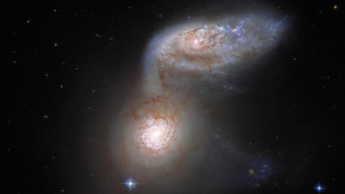 El Hubble captura dos galaxias a punto de fusionarse