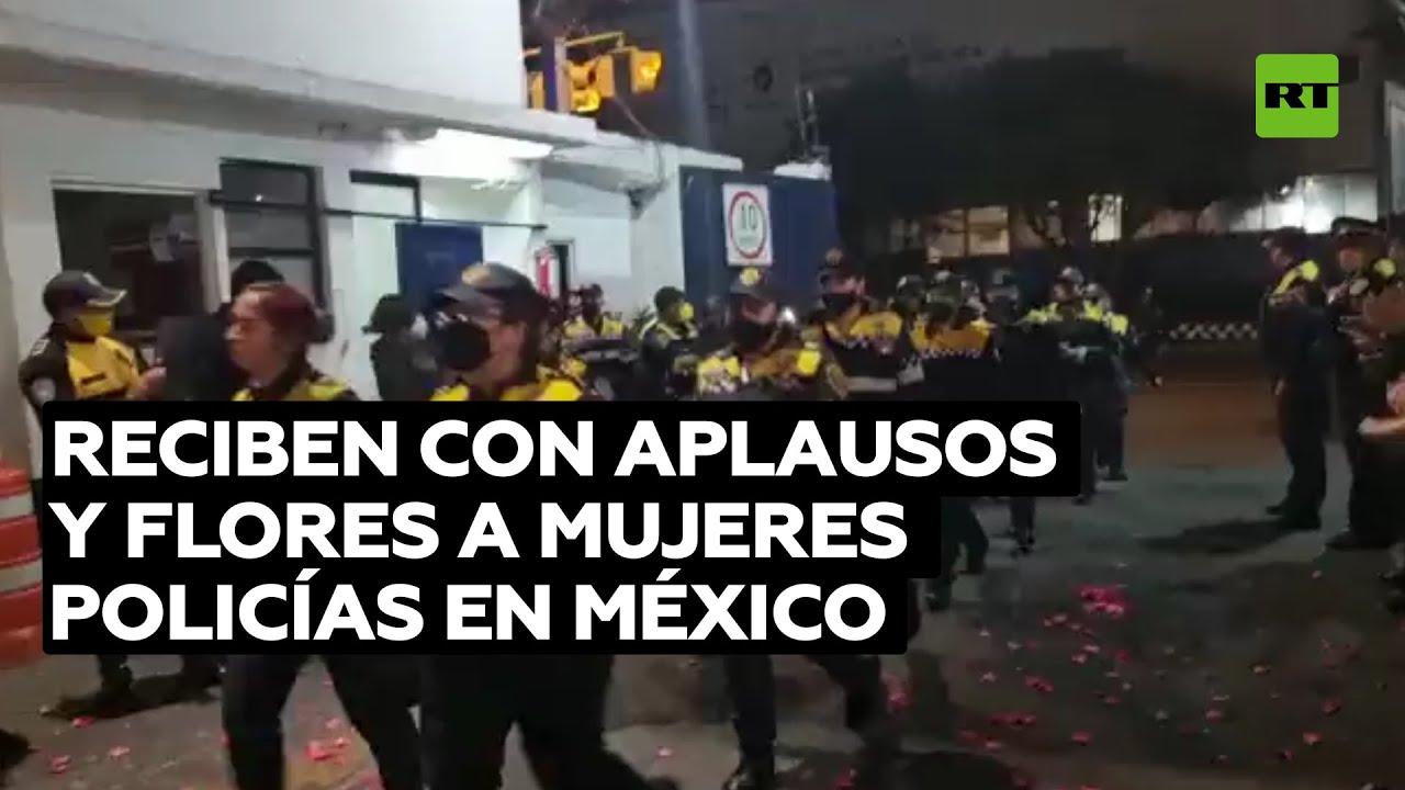 Aplauden a mujeres policías que estuvieron presente en marcha feminista en México