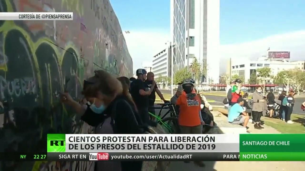 Cientos de manifestantes exigen la liberación de los presos del estallido social de 2019 en Chile
