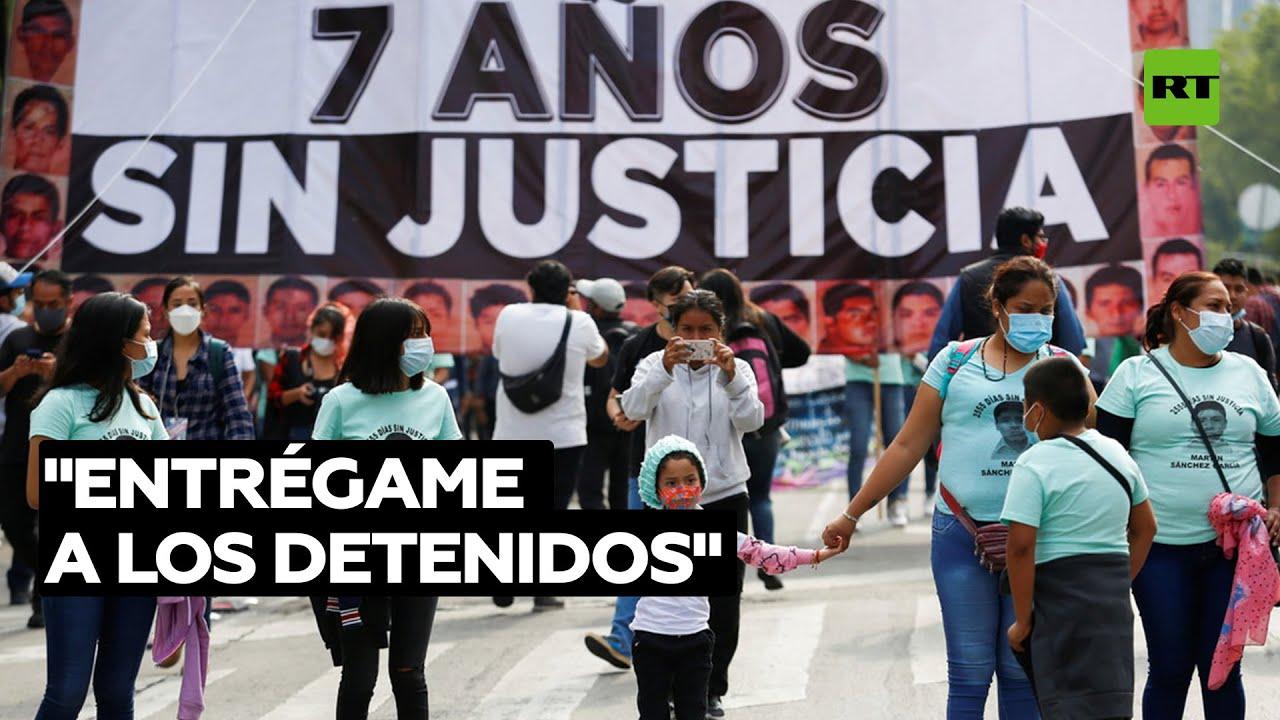 Develan mensajes de policías y criminales involucrados en la desaparición de los 43 de Ayotzinapa