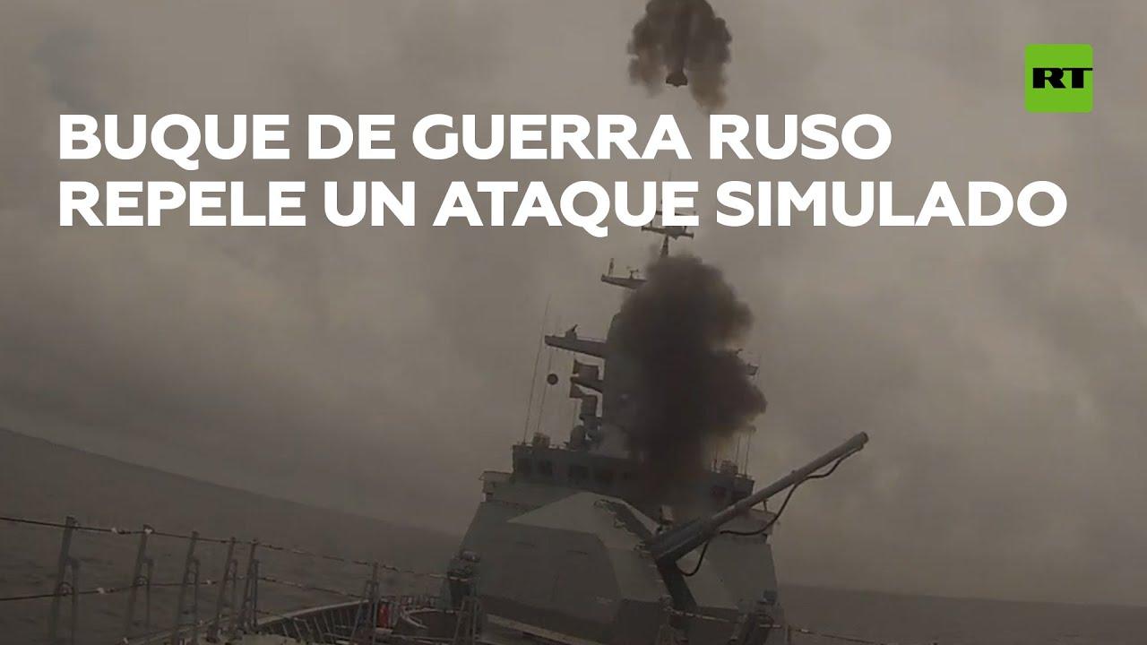 Un buque de guerra ruso repele un ataque aéreo simulado en el mar de Japón