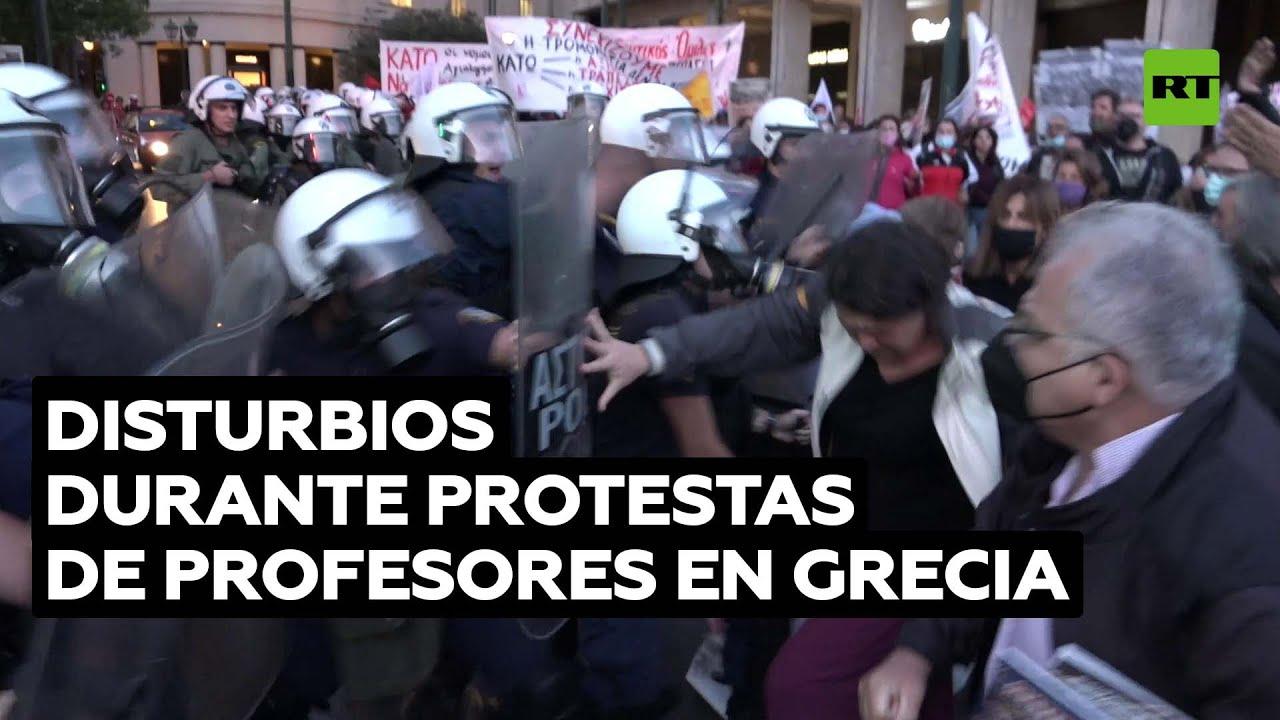 Fuertes enfrentamientos entre profesores y la Policía en Grecia