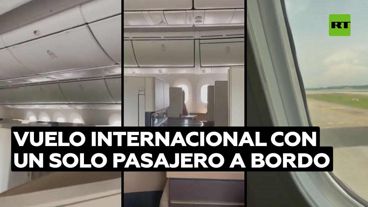 Avión comercial realiza un vuelo internacional con un solo pasajero a bordo @RT Play en Español