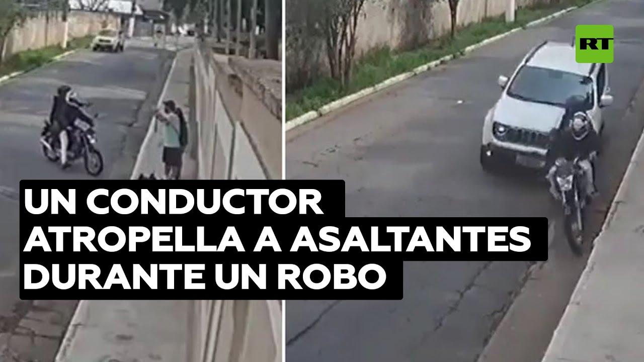 Momento en el que un conductor atropella a 2 asaltantes durante un robo en Brasil