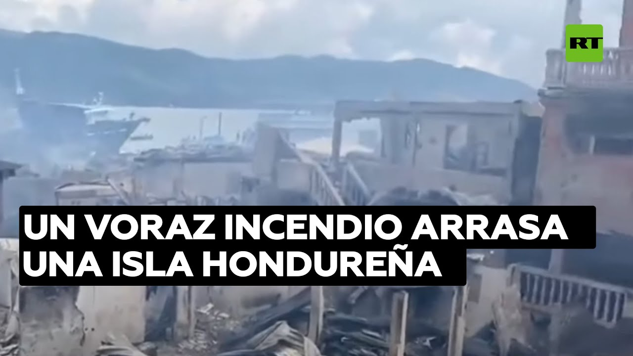 Un voraz incendio arrasa una isla hondureña