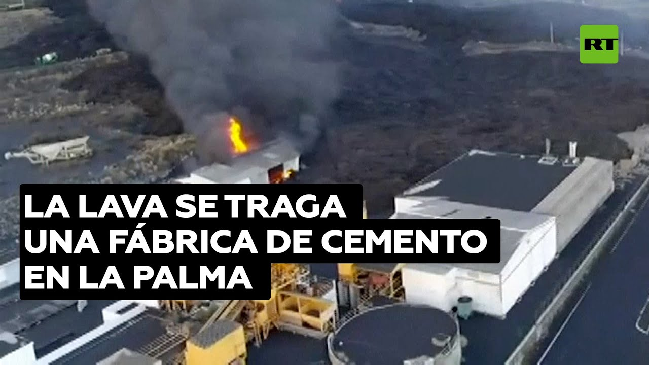 El flujo de lava del volcán de La Palma alcanza una fábrica de cemento