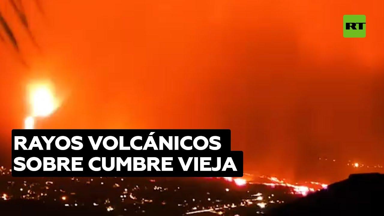 Captan rayos volcánicos sobre la erupción en La Palma