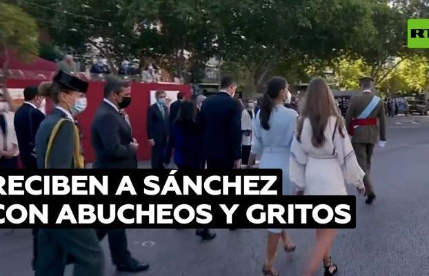 Abuchean a Sánchez y exigen su dimisión en el desfile militar del 12 de octubre