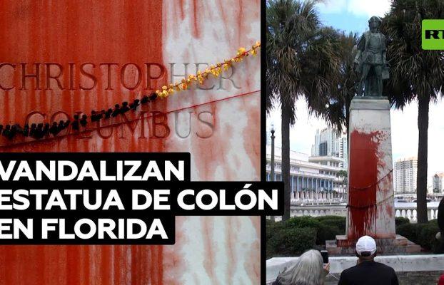 Manifestantes arrojan pintura roja sobre una estatua de Colón en Florida