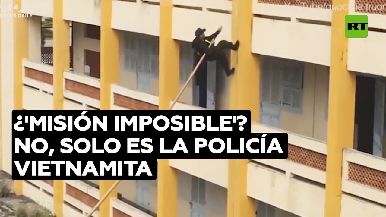 La inusual forma de entrar en un edificio que emplea la Policía vietnamita @RT Play en Español