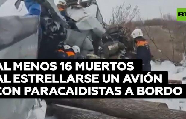 La aeronave se precipitó al suelo con 22 personas a bordo