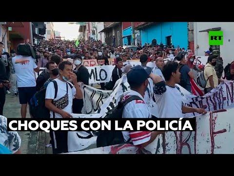 Miles de migrantes avanzan hacia Ciudad de México y se producen choques con la Policía