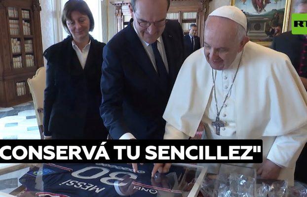"""El papa Francisco elogia a Messi por """"no dejarse llevar por el éxito"""" @RT Play en Español"""