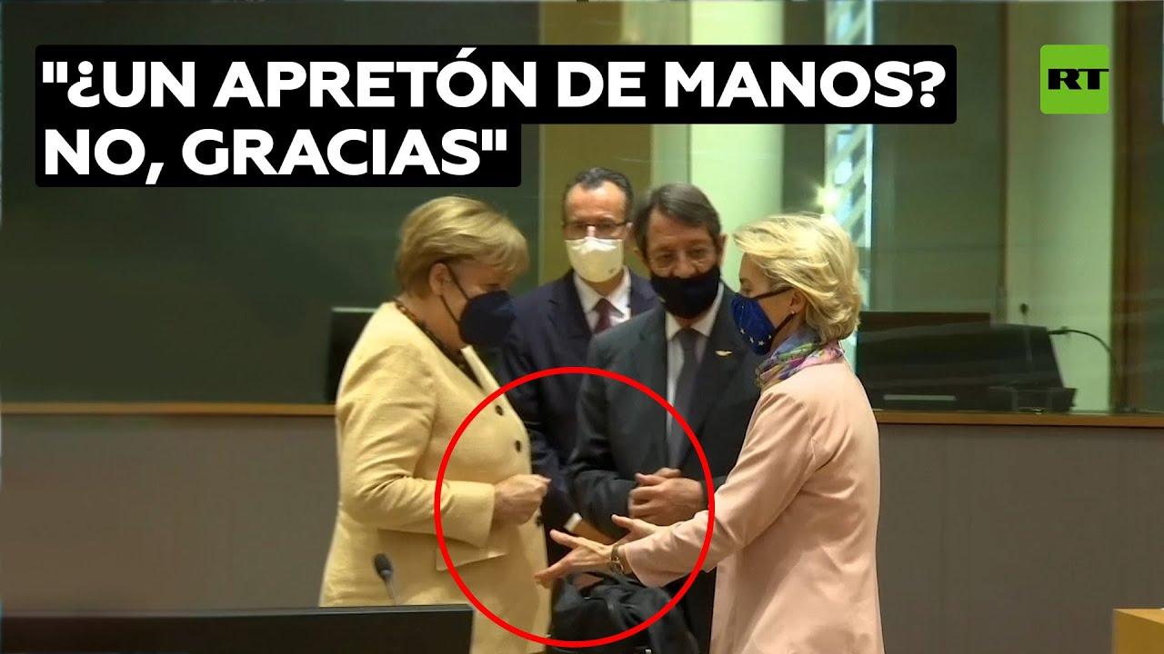 Merkel se niega a darle la mano a Ursula von der Leyen @RT Play en Español
