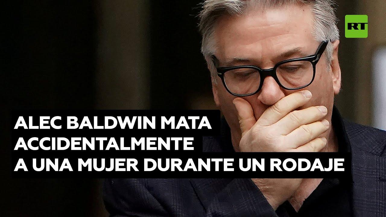 Alec Baldwin dispara una pistola de atrezo y mata a una mujer durante un rodaje @RT Play en Español