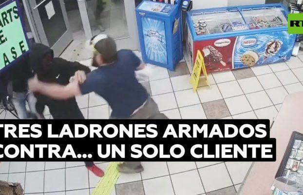 El cliente de una gasolinera evita un robo a mano armada gracias a su rapidez @RT Play en Español