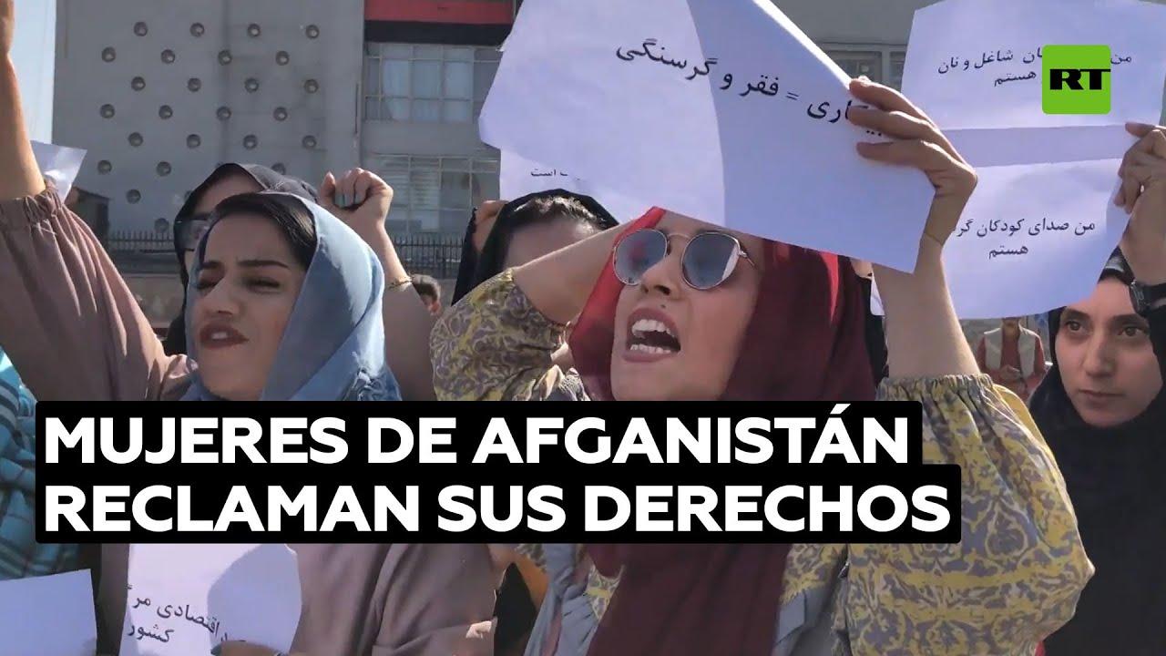 Mujeres afganas reclaman su derecho a la educación en una protesta en Kabul