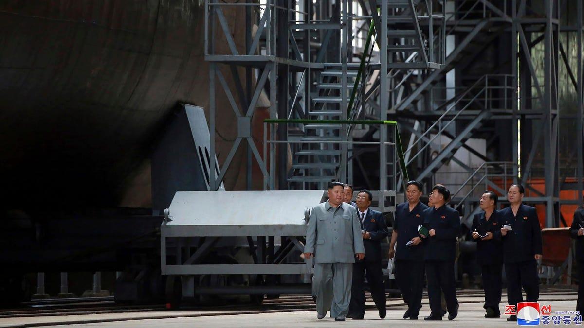 Corea del Norte lanza un misil desde un submarino cercano a la costa