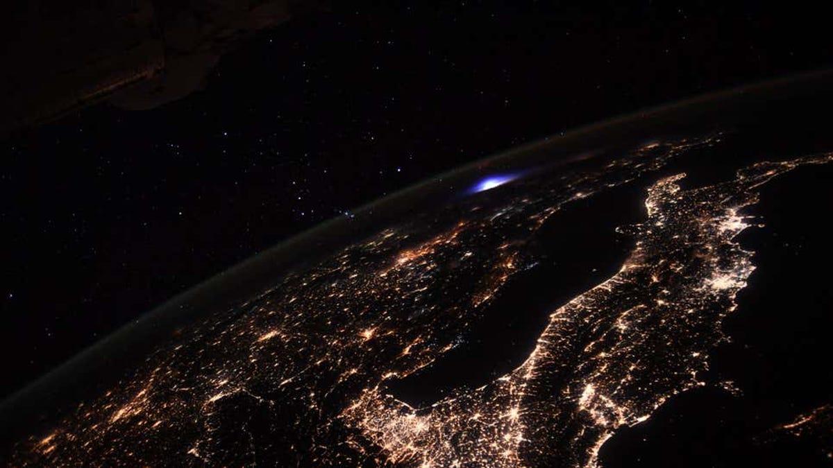 Qué demonios es este destello azul en la atmósfera de la Tierra