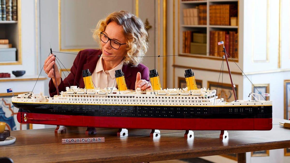 Esta réplica del Titanic es el modelo de Lego más grande jamás lanzado con 9090 piezas