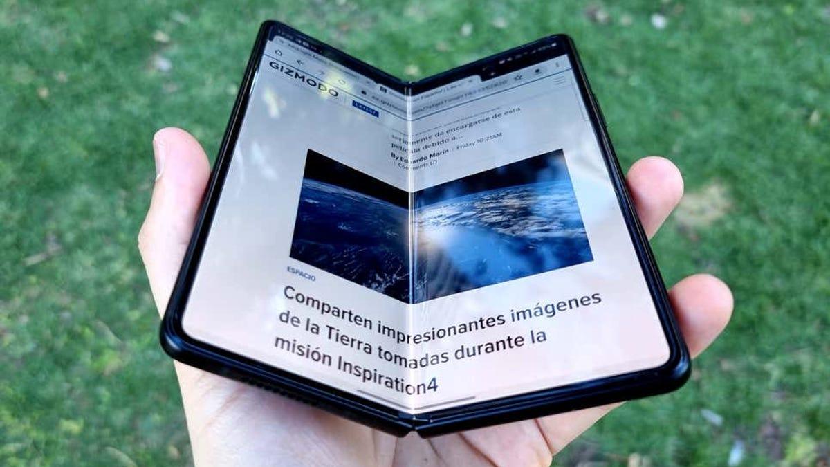 Vídeo de Samsung mostrando la resistencia de sus plegables