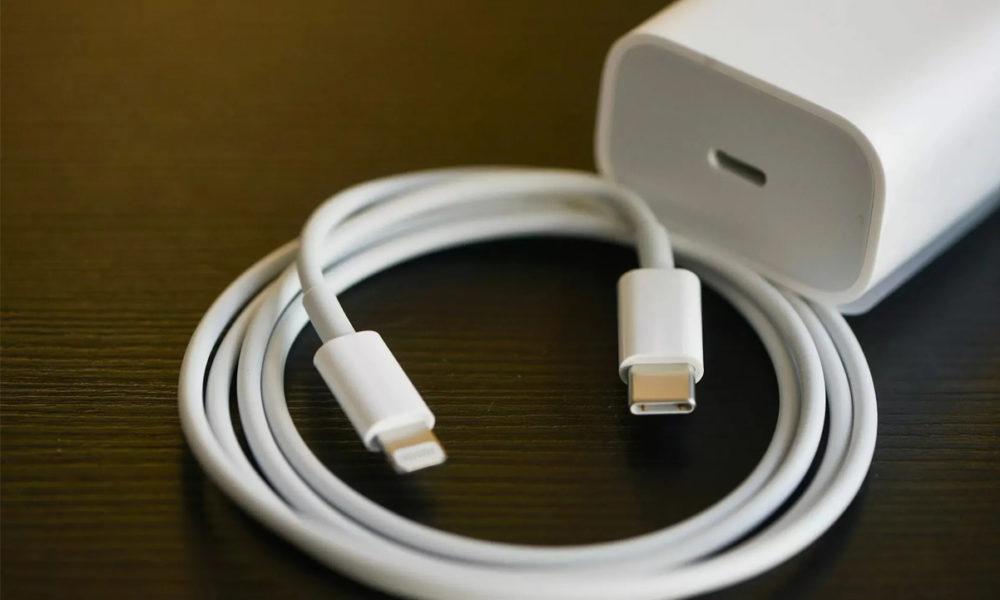 Estudiantes demandan a Apple por no incluir cargadores