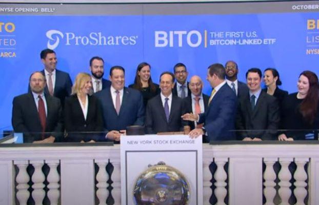 El ETF de futuros de Bitcoin supera las expectativas, cotiza mil millones de dólares el primer día