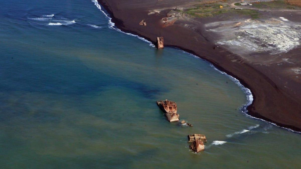 La actividad volcánica en Japón deja al descubierto barcos hundidos de la Segunda Guerra Mundial
