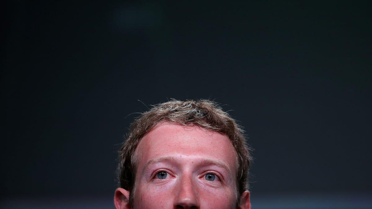 WhatsApp, Instagram y Facebook están caídos, pero ese ni siquiera es el mayor de Mark Zuckerberg ahora mismo