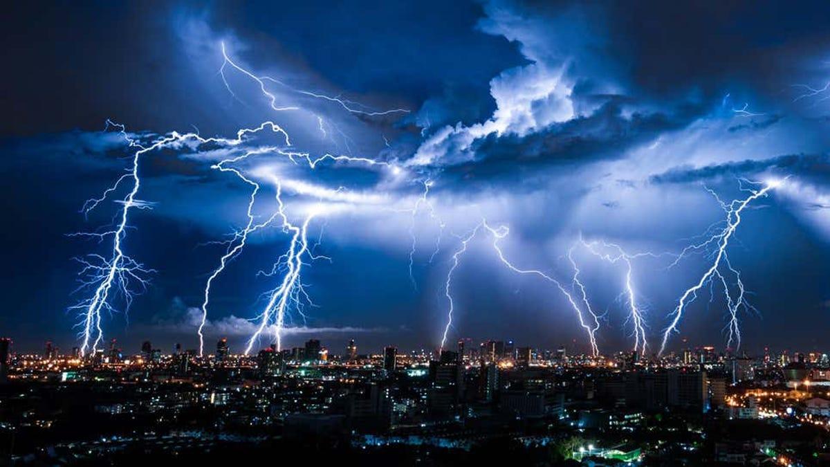No te duches en una tormenta eléctrica y otros «mitos» reales