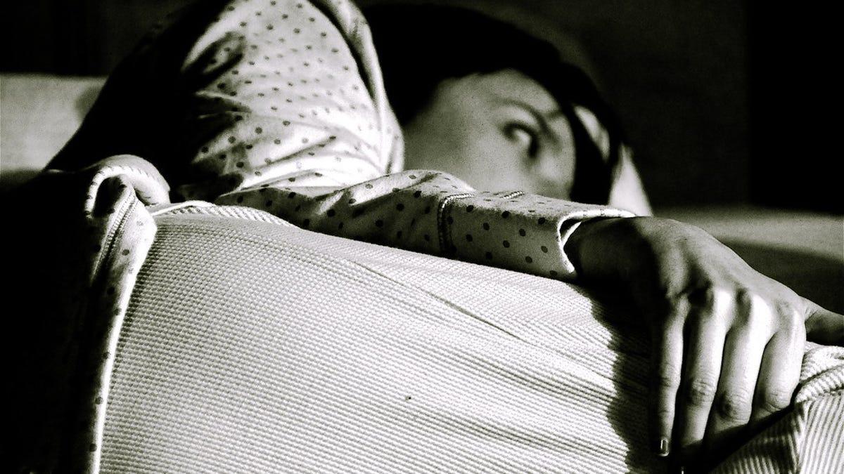 Por qué te despiertas de madrugada a pensar en tus problemas