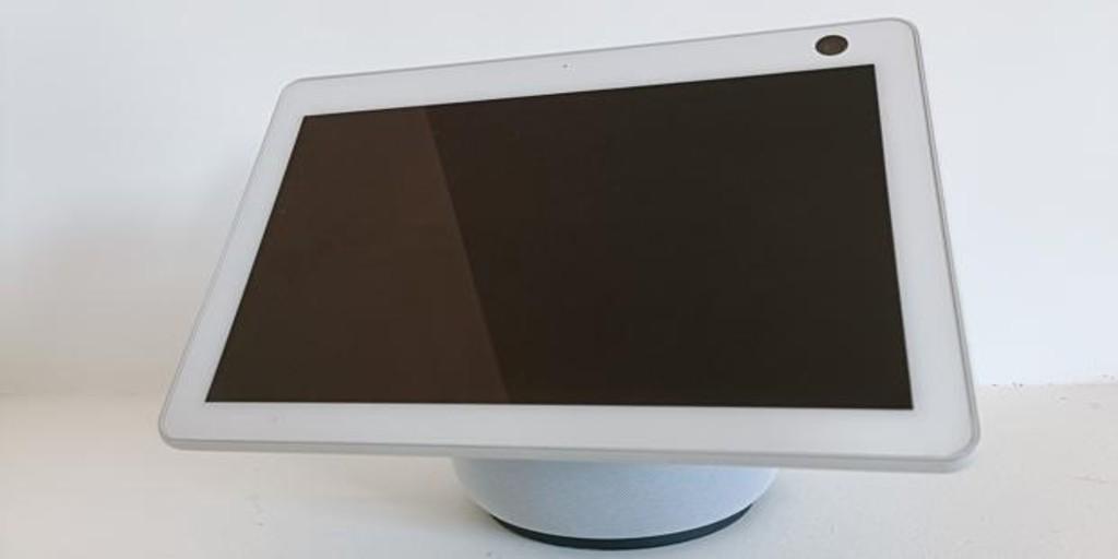 Probamos el Echo Show 10, la pantalla de Amazon que te sigue mientras hablas